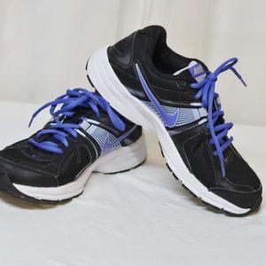 Nike Dart 10 sz 8 Black Purple excellent Condition